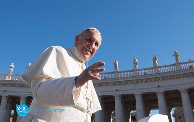 Photo of Pope at audience calls for attitude of attentive waiting